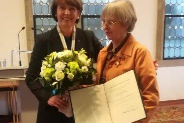 Bundesverdienstkreuz für Prof. Dr. Elisabeth Sticker